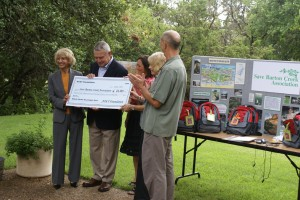 AT&T presents the Zilker Trek award check to the Save Barton Creek Association.  Click on the image for a larger version.